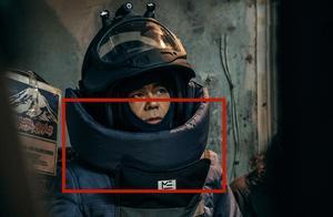 《拆弹专家2》防暴服真的能挡得住狙击枪的子弹吗?估计有点悬