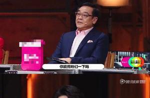 尔冬升以为陈宥维还有偶像包袱,结果陈宥维当众拥抱了两个女演员