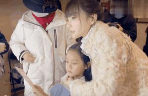 李小璐记录甜馨钢琴全程表演,晒甜馨第二次钢琴表演,温馨有爱