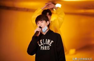 王源20岁生日重回地下通道唱《旋木》