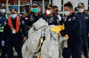 印尼彻夜进行坠毁客机搜救行动 部分遇难者遗体被发现