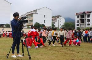 浦阳五小播报丨小小少年们的竹竿舞跳进了电视里