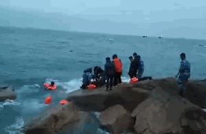 青岛海边一女子轻生跳入大海,部队官兵冷水中营救