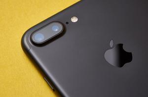 苹果获折叠屏幕专利,可折叠版iPhone有了指望