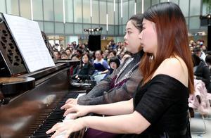 温馨!鼓楼医院钢琴厅,志愿者奏响新年乐曲