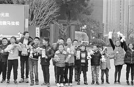新年第一天这所学校师生、家长一起晨跑