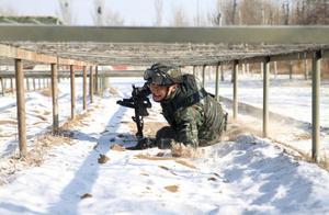 严寒中赤膊上阵!武警特战队员雪中练兵磨砺血性虎气