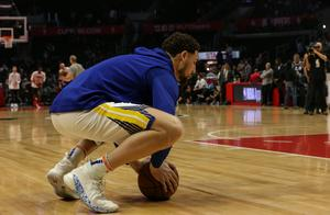 跟队记者:克莱的腿伤看起来很糟糕