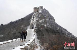 北京司马台长城喜迎瑞雪