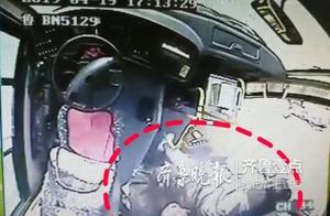 暖闻|乘客车内突发急病,他的行为感动了一车人