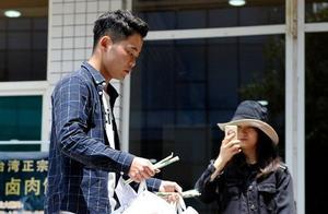 西安培华学院大三男生为同学送外卖 月收入过万