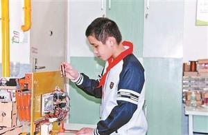 12岁小学生发明晾衣神器 雨天会自动收回晾衣架