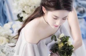 刘亦菲迷人美背大合集,昔日灵儿再现巅峰时刻,生活照却大变样