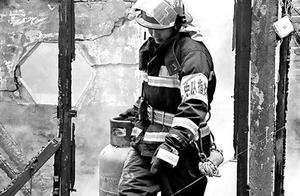 """消防员被严重烧伤仍在灭火一线:不想被""""特殊对待"""""""