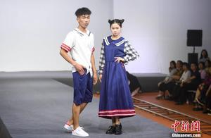 湖南益阳举办校服秀 让学生爱上穿校服