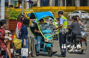 福州交警严查电动车交通违法 不按道行驶占多数