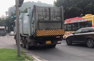 垃圾运输车一路滴漏还闯红灯,沿路居民难忍臭味,谁来管管?