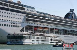 意大利威尼斯两船失控相撞 造成至少4人受伤