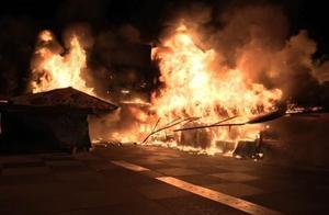 台湾花莲东大门夜市恶火毁逾42摊位 幸无人伤亡