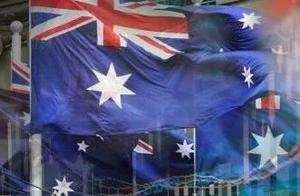 澳洲降息引爆全球关注!中国资金逃离澳洲楼市,28年经济神话破灭?全球降息预期增强