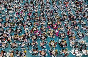 """盱眙""""万人龙虾宴"""",3万食客狂扫小龙虾40吨"""