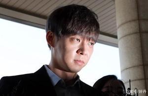 朴有天朗读反省文 法庭内充满了哭声和抽泣声