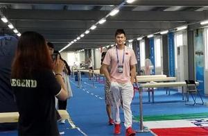 孙杨观看跳水队颁奖礼:看到他们我也想去拿冠军