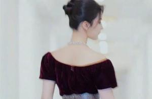 刘亦菲穿酒红色礼服,暴露天鹅颈,这种天仙美是装不出来的