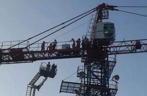 """浙江版""""阿汤哥""""!急救医生徒手攀爬35米塔吊救人,场面惊险......."""