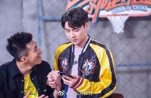 李易峰:郭艾伦亚洲前10帅 不用我鼓励他