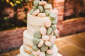 英国新人婚礼上切蛋糕,桌子突然塌了,摄影师全程记录下搞笑瞬间