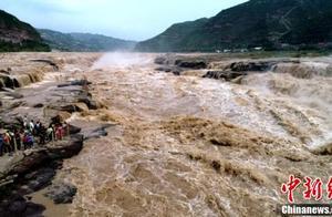 黄河壶口瀑布再现大洪峰