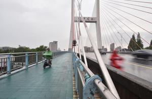 杭州文晖大桥人行道变样了!新工艺如果用得好 明年钱江一桥上也会效仿
