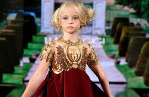 英国截肢女孩登上纽约时装周T台惊艳众人