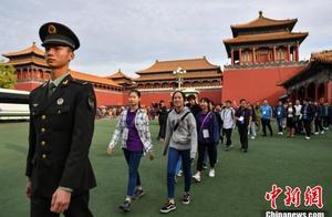 香港各界青少年访京团参访天安门国旗护卫队