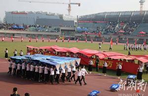 中南大学运动会开幕式 机器车队伍引领风潮