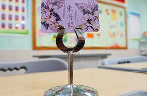 """有创意!学生自制家长会卡片,家长看后感觉""""血压都不高了"""""""