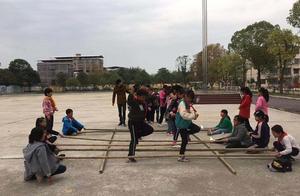 南县厂窖完小开展师生同跳竹竿舞,健身益智乐无穷