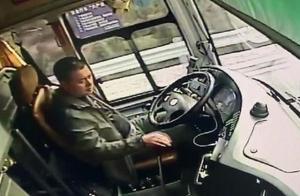 驾车途中突发脑出血,司机一个举动救下19名外地乘客