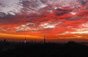 """天空""""自带""""滤镜——广州现绚丽火烧云""""屏霸""""朋友圈 这是大自然的杰作"""