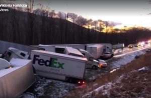 美国高速路突遇暴风雪 30辆车连环相撞致2死44伤