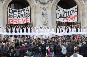 42岁退休太早了吗?抗议养老金改革,巴黎歌剧院舞者寒冬当街跳《天鹅湖》