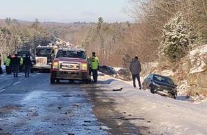 美国缅因州高速公路约30辆汽车相撞 或因太阳强光导致短暂失明造成