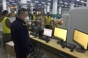 防护用品类进境包裹量激增,海关24小时作业保障通关顺畅