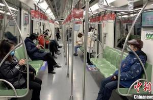 注意!4月起地铁上不得吃韭菜盒子,禁止手机外放