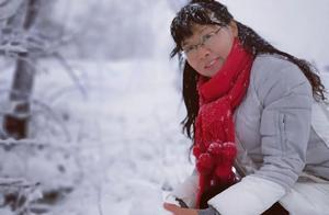 深圳教师滞留外地雪地里开网课,学生称还能听到田野里的声音
