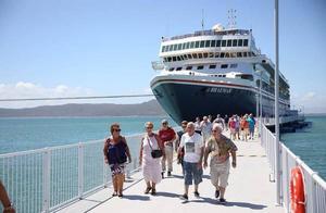 有5例确诊的英邮轮漂泊14天,最终古巴同意靠岸