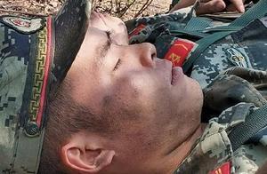 鏖战西昌火灾救援现场 这些武警官兵的脸让人心疼