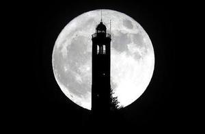 """天文专家:明晨月落时最适合拍摄""""超级月亮"""""""