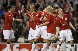 06-07欧冠曼联7-1罗马,总比分8-3晋级四强,C罗梅开二度